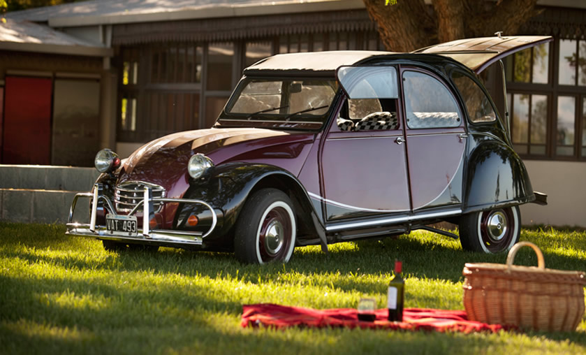 Slowkar invites you to an unforgettable experience. Driving a charming Citroen 3cv car with the wind in your hair and the perfumes of the countryside driving along the Andes Mountains, the Oasis Mendoza City, the wine roads, wine roads and more wine roads. Savoring the pleasure of driving far away from traffic, discovering slowly the daily life of the locals where you can still taste the regional cuisine, following our suggestions and always relying on kind and discreet assistance.